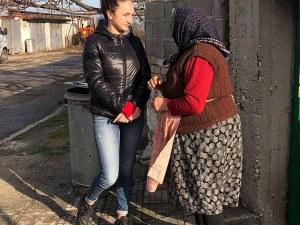 Младежи събраха 2 тона хранителни продукти на възрастни хора в пловдивски села СНИМКИ