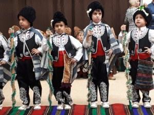 Десетки коледарчета напълниха детска градина в Пловдив