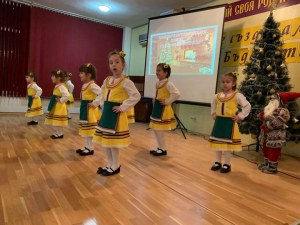 Ученици от Пловдив със страхотен жест към детско отделение СНИМКИ
