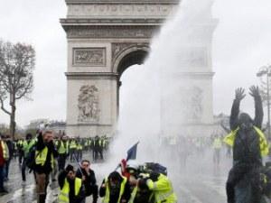 Жълтите жилетки отново излизат в Париж, 70 000 полицаи пазят реда във Франция