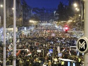 Хиляди унгарци протестираха срещу авторитарното управление на Орбан