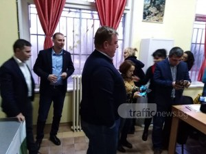 ВМРО иска сваляне на всички билбордове с еднополови двойки в Пловдив ВИДЕО