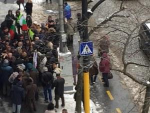 Десетки протестираха срещу поскъпването на водата у нас