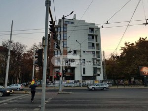 Нова кооперация на пъпа на Пловдив, строена от общински съветник, смути друг общинар СНИМКИ