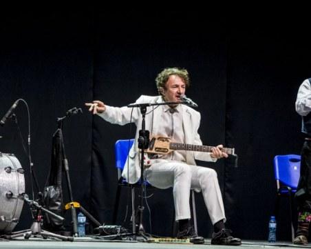 Горан Брегович отново показа, че на неговите концерти не може да си седнал СНИМКИ