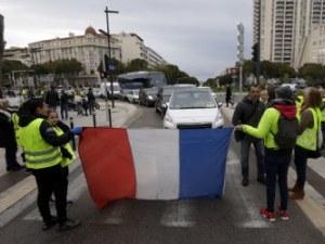 """Французите са безпощадни: Протестите на """"Жълтите жилетки"""" взеха девета жертва"""