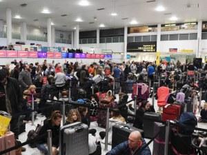Хаос по летищата в Европа, хиляди пътници останаха блокирани