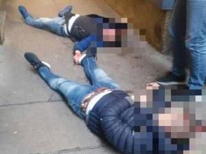 Изтекоха снимки на убития и тежко ранения във Виена! Издирват стрелеца СНИМКИ 18+