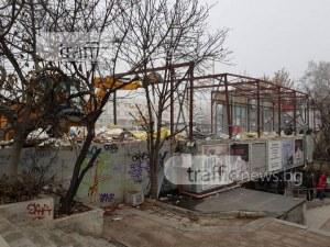 Павилионите на подлеза на Тримонциум отидоха в историята СНИМКИ