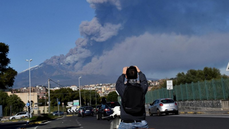 Изригна италианският вулкан Етна СНИМКИ и ВИДЕО