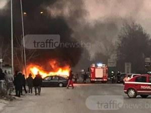 Бус пламна като факла в Пловдив! Запали се още една кола с газова уредба СНИМКИ