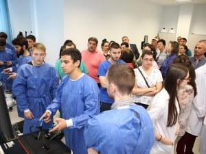 Сложни операции без риск за пациента правят студентите на Медицинския университет