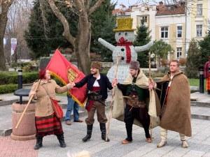 Каба гайди озвучиха центъра на Пловдив днес, хоро се изви пред Общината СНИМИ