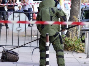 """Полиция отцепи ул. """"Граф Игнатиев"""" в София заради съмнителен куфар"""
