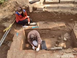 Съкровища продължават да излизат от Одеона, откриха статуя на изтъкнат древен пловдивчанин СНИМКИ