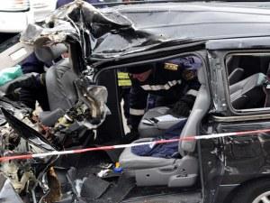 Тежка катастрофа! Парчета от автомобили са осеяли пътя Бургас - Варна