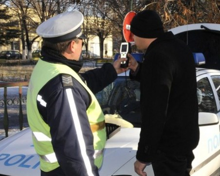 28-годишен от Асеновград загази! Спипаха го друсан зад волана