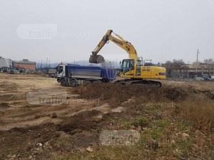 """Багер проби газопровод  при строежа на """"Томов Плаза"""" СНИМКИ"""