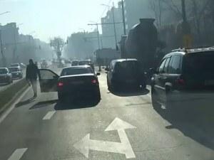 Бой на пътя в Пловдив! Агресор откърти странично огледало на 19-годишен