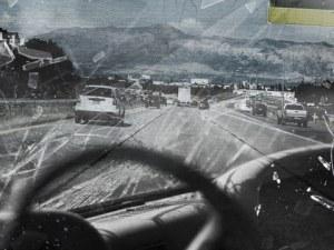 Катастрофа на пътя Бяла-Русе! Румънска кола се удари в стена, има ранен