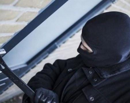 Крадци се шмугнаха през терасата на пловдивчанка, задигнаха телевизор и злато