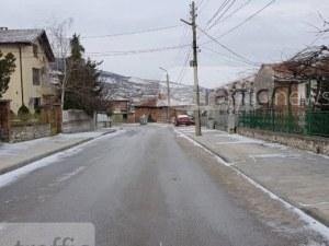 """АПИ: Пътищата в Пловдивско са опесъчени, остават ограниченията за """"Превала"""""""