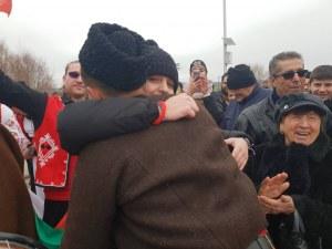 """Треньорка във ВК """"Марица"""" каза """"Да!"""" на любимия след хвърлянето на Богоявленския кръст СНИМКИ"""
