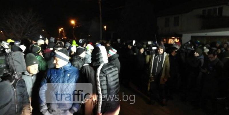 Грозни заплахи към участничка в протеста във Войводиново: Щом избухнем - никой няма да остане СНИМКА 18+