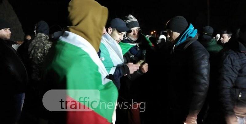 Протест до дупка! Войводиновци искат да се промени обвинението срещу братята роми СНИМКИ
