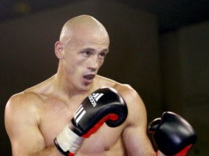 "Боксьор преби полицай на протеста на ""жълтите жилетки"" ВИДЕО"