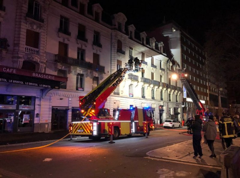 22 души пострадаха при пожар в 4-етажна сграда