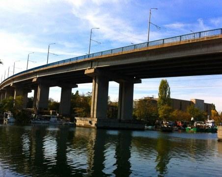Мъж скочи от Аспаруховия мост, загина на място