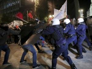 Бой и сълзотворен газ в Атина заради Меркел