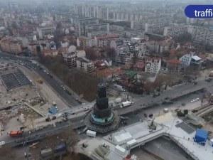 Полицаи с автомати, регулировчици и без коли в центъра на Пловдив за голямото откриване ВИДЕО