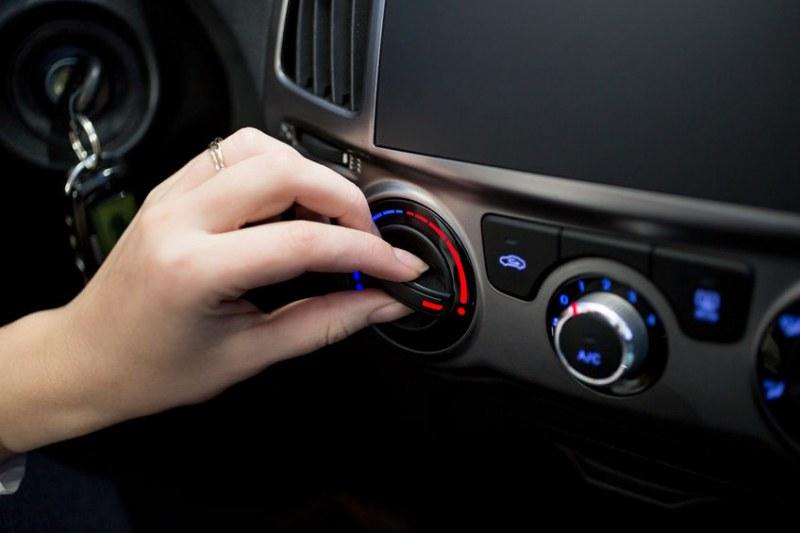 Трябва ли да включваме климатика на колата през зимата?