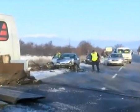 Пет автомобила се нанизаха край Казанлък