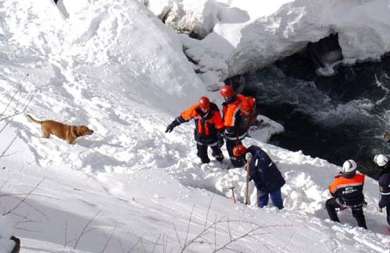 Лавината влачила загиналите сноубордисти 800 м