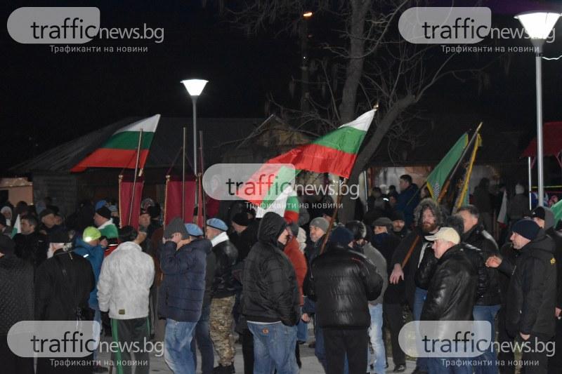 Хора започнат да си тръгват от протеста – съзряха политизиране СНИМКИ и ВИДЕО