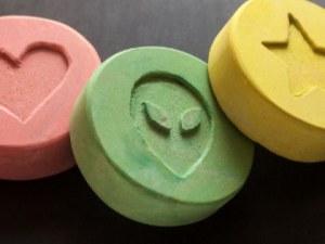 600 000 таблетки екстази са открити в два тежкотоварни камиона