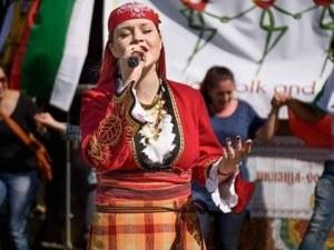 Асеновградчанката, покорила Лондон с гласа си: Чужденец заплака, когато чу българска народна песен ВИДЕО