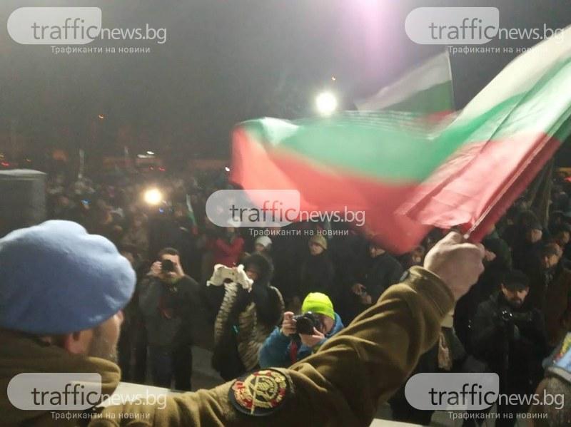 Военни и протестиращи прииждат във Войводиново СНИМКИ и ВИДЕО