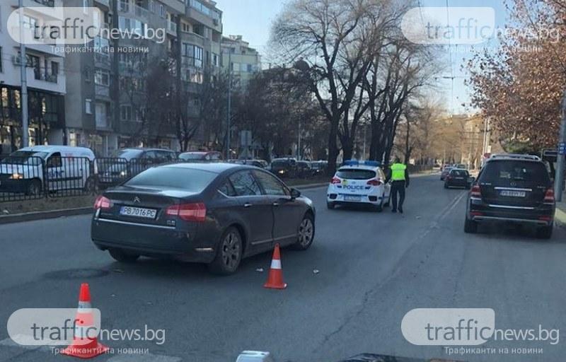 Блъснаха пешеходец до Областна управа, има полиция СНИМКИ