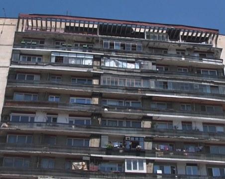 200 семейства живеят в блок в Русе, който от 40 години стои под наклон от 1 метър