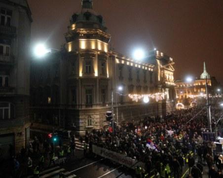 Протестите в Сърбия продължават! Хиляди скандират срещу президента