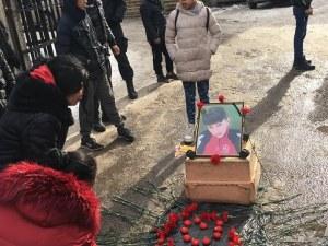 Ботунец оплака малкия Дани, митинг иска денонощен лекарски екип за квартала СНИМКИ, ВИДЕО