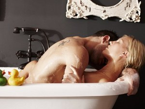 5-те най-добри пози за секс в банята