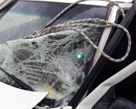 Катастрофа на пътя Пловдив - Карлово! Пикап се блъсна в мантинелата