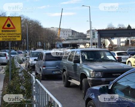 Радост за шофьорите! Изникна огромен безплатен паркинг в центъра на Пловдив СНИМКИ