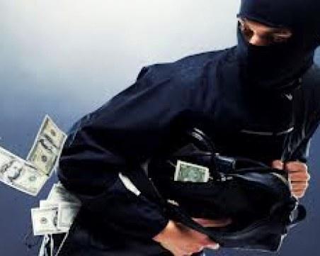 Маскирани задигнаха 100 хил. лева от собственик на обменно бюро