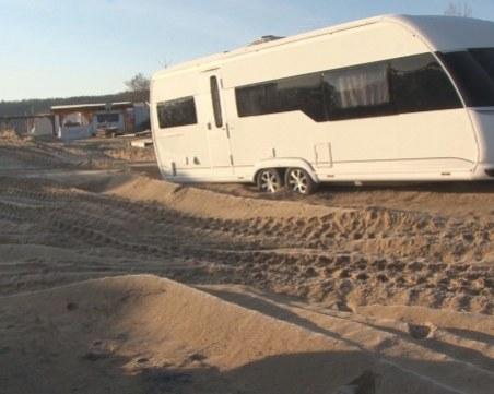 """Нов скандал: Каравани се настанили нелегално върху дюните на """"Смокиня"""""""